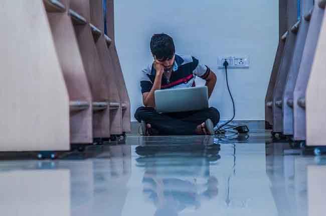అమెరికాలో దారి తప్పిన చదువులు : హైదరాబాద్లో తెలుగు విద్యార్థులు