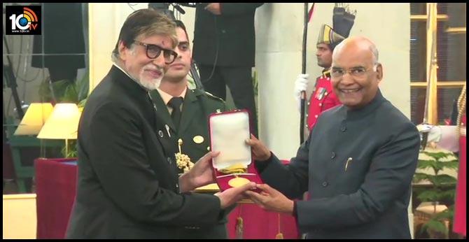 Big B Receives Dadasaheb Phalke Award