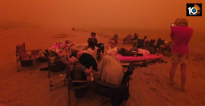 Locals in Australia Run to the Waterside from the Bushfire as the Sky Turns Crimson