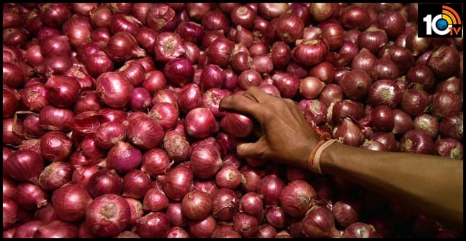 Prices of onion reach For Rs.200 in Telugu states