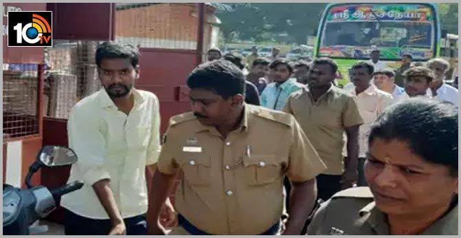tamilnadu young man jagan ties mangalsutra around woman neck while travel bus