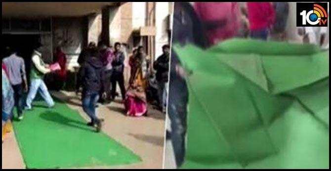 Kota infant deaths: Carpet rolled out for health minister visiting hospital, removed later