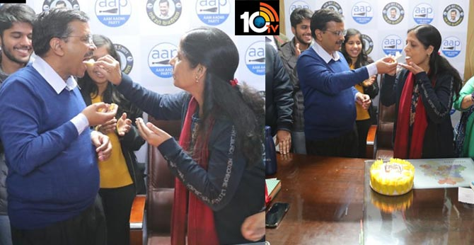 delhi Assembly election,2020,CM Kejriwal celebrates with wife Sunita as AAP takes big lead  Election,Results