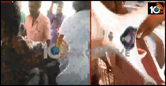 మహిళలు స్నానం చేస్తుండగా..డ్రోన్ కెమెరాతో షూట్ చేస్తున్నారంటూ పోలీసులపై మందడం రైతుల దాడి