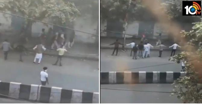 Residents of Yamuna Vihar Formed Human Chain Around School Students Amid Delhi Violence