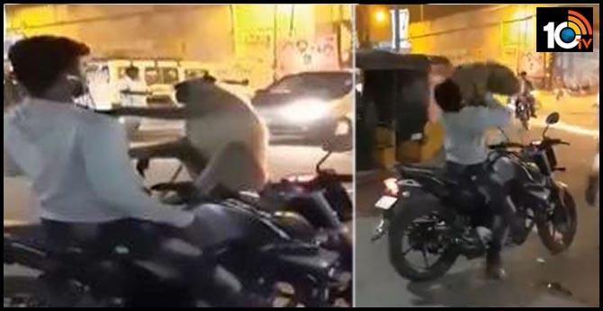 https://10tv.in/telangana/monkey-attack-man-suryapeta-25049-48273.html