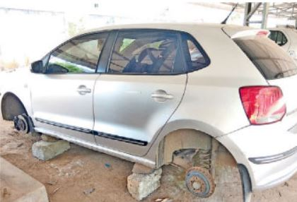 Revenue Employee Car Four Tires stolen in collectorate