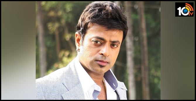 Actor Riyaz Khan attacked for advising people to maintain social distancing?