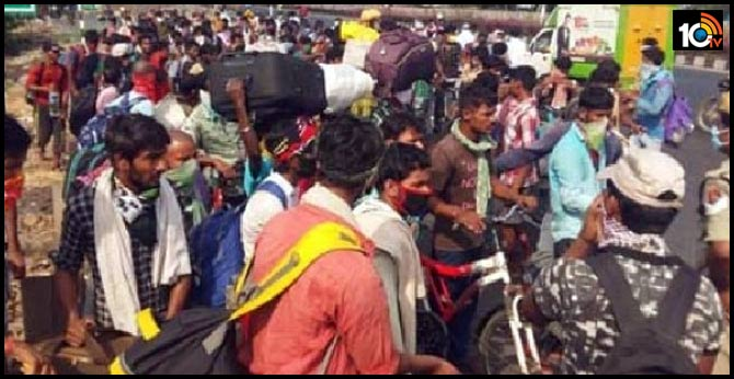 Police lathi-charge migrant workers in Tadepalli seeking to return home