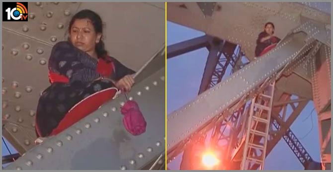 Mentally Ill Woman Climbs Iconic Bridge, Demands Return Of 'stolen Nobel Prize'