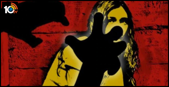 Bengaluru : 19 years old girl attempts sucide after father rapes her