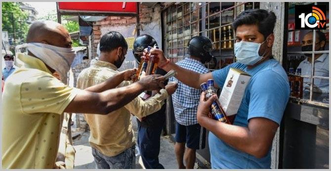 huge rush at liquor shops in tamil nadu four dist