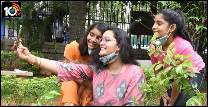 Heroine Renu Desai Plant Sapling with Her Daughter