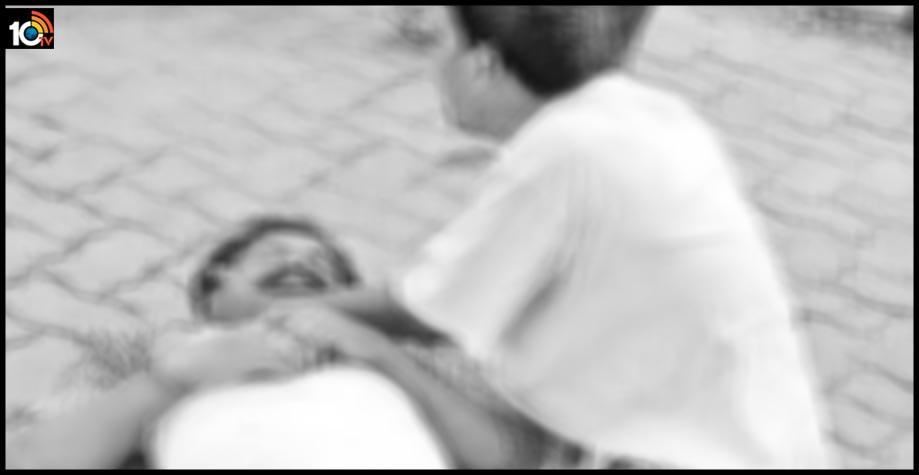 కడుపుతో ఉన్న కోడలికి నేనేం చెప్పను కొడుకా.. : కరోనా పరీక్షకు వచ్చిన కొడుకు మృతి..తండ్రి రోదన