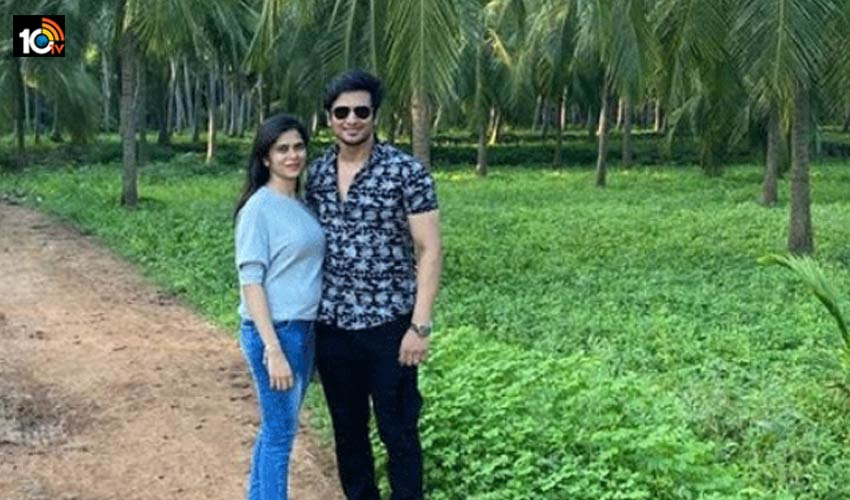 tollywood-actor-nikhil-went-to-his-mother-in-law