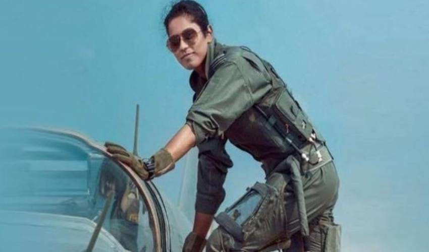 Delhi the first female pilot Bhavana Kant with 'Raphael' in Republic Day