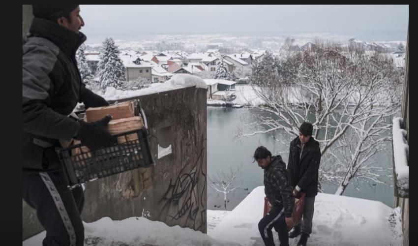 Migrants, exposed to freezing Bosnia winter, await chance to reach EU