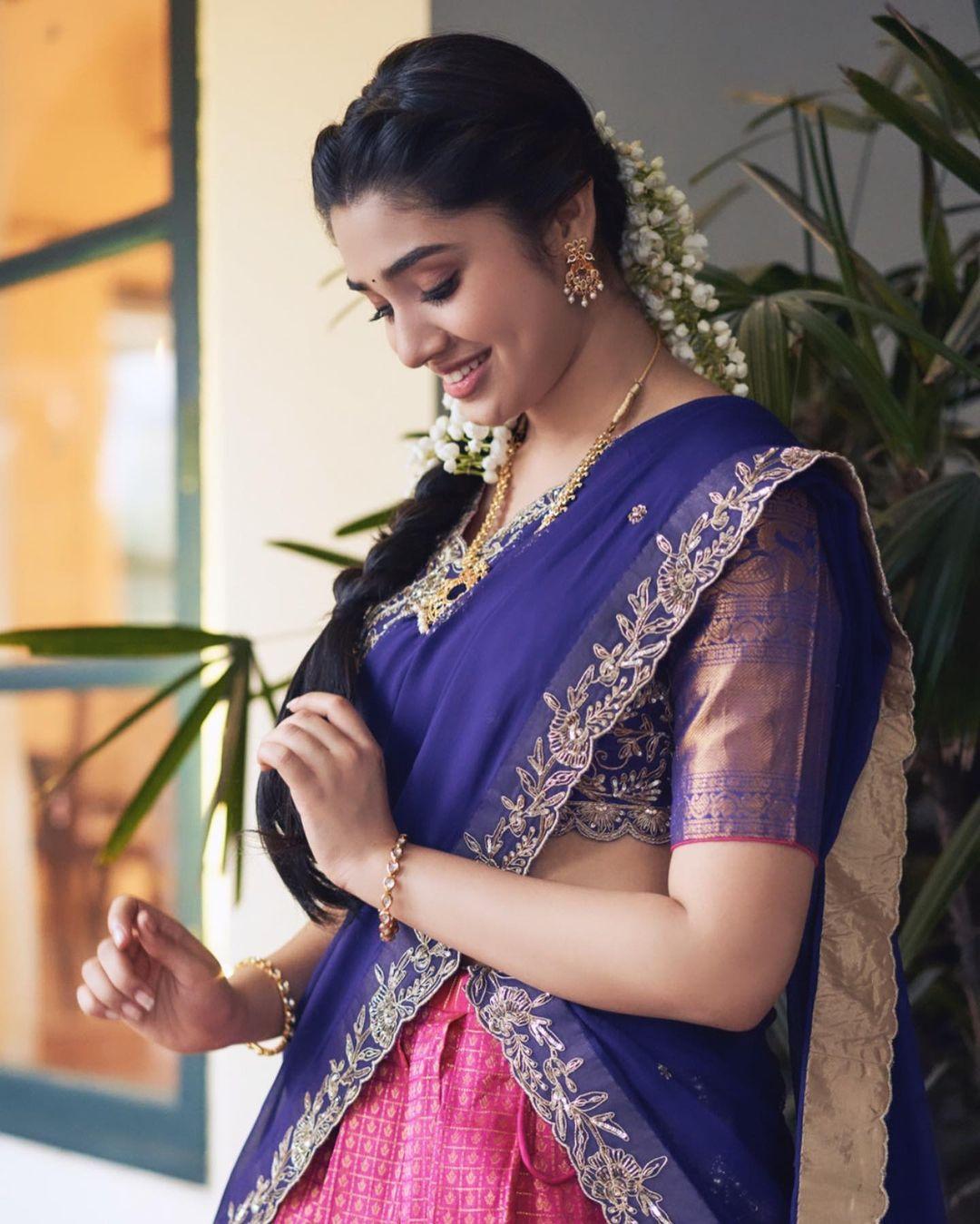 కృతి శెట్టి క్యూట్ పిక్స్ | Krithi Shetty alias Advaitha Latest Photos