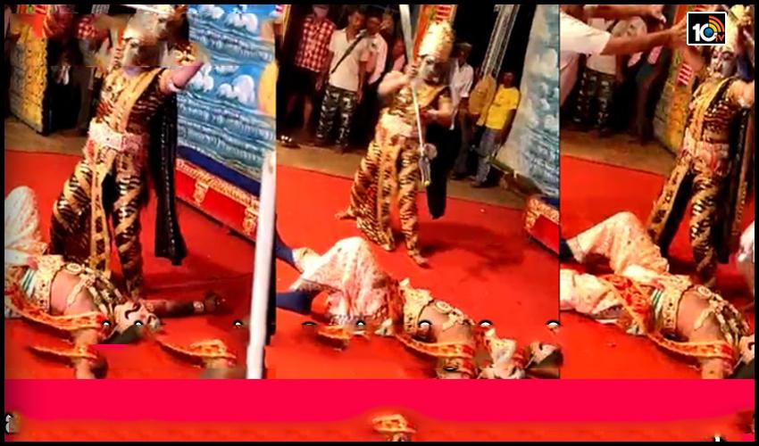 రంగస్థల నాటకంలో షాకింగ్ ఘటన.. పాత్రలో లీనమైపోయి త్రిశూలంతో హత్యాయత్నం