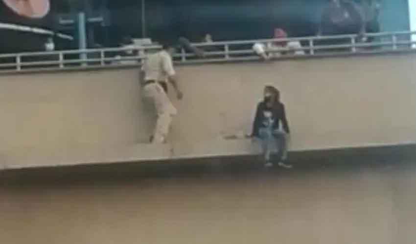 Faridabad Metro Station : మెట్రో స్టేషన్లో కలకలం.. యువతి ఆత్మహత్యాయత్నం.. పోలీసులపై ప్రశంసల వర్షం