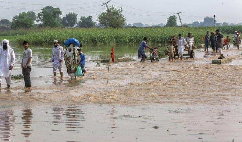 Floods in Telangana: తెలంగాణలో జోరుగా వానలు.. పొంగిన వాగులు.. ముంచెత్తిన వరదలు