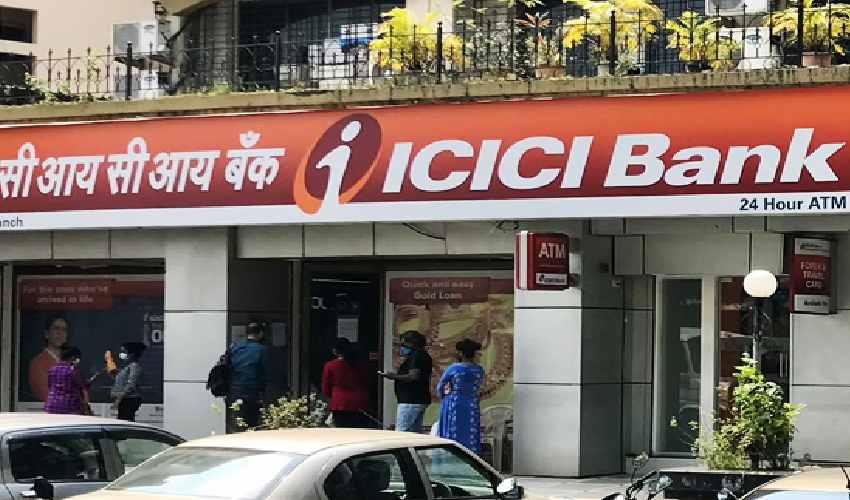 Bank Cash Theft : బ్యాంకు సొమ్ముతో వ్యాన్ డ్రైవర్ పరారీ