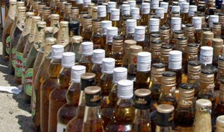 Illegal Liquor: ఫారెన్ బ్రాండెడ్ కంపెనీల స్టిక్కర్లతో నకిలీ మద్యం తయారీ