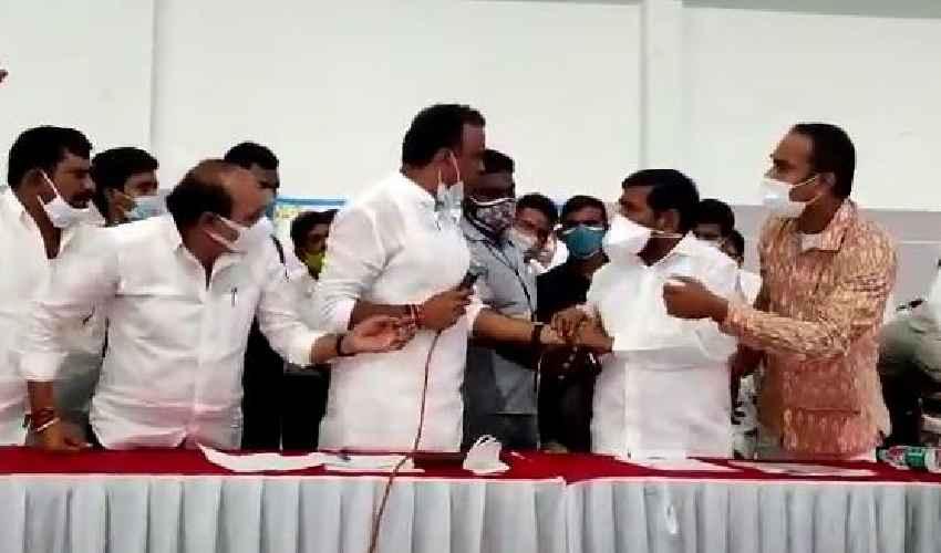 Minister Jagadish Reddy : స్టేజి మీదే గొడవపడ్డ  మంత్రి, ఎమ్మెల్యే