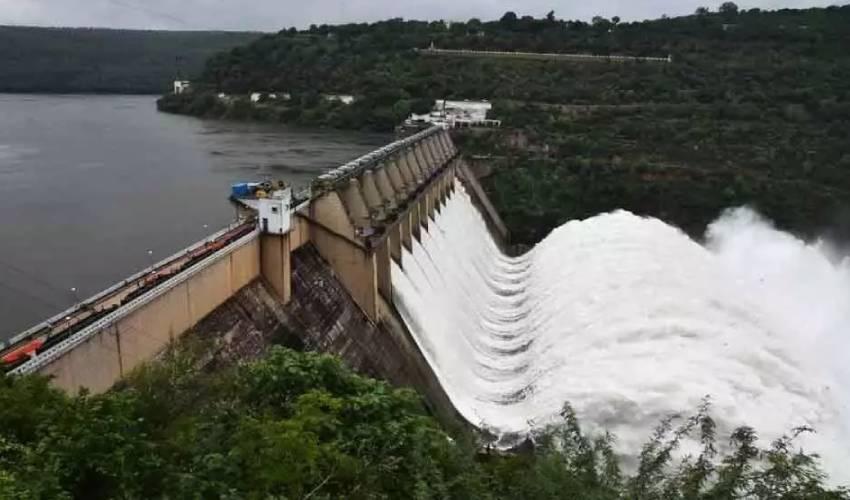 Srisailam Project : శ్రీశైలం ప్రాజెక్టుకు పెరిగిన వరద.. 10 గేట్లు ఎత్తిన అధికారులు