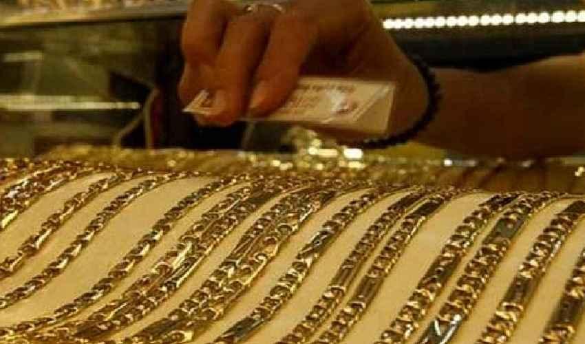 Gold Price : స్వల్పంగా తగ్గిన బంగారం,వెండి ధరలు