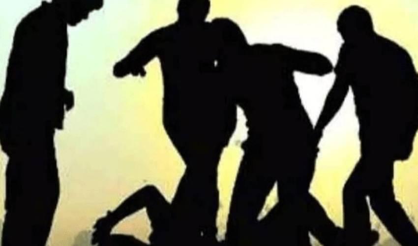 Guntur : గ్యాంగ్ వార్ లో తలలు పగలకొట్టుకున్న విద్యార్థులు