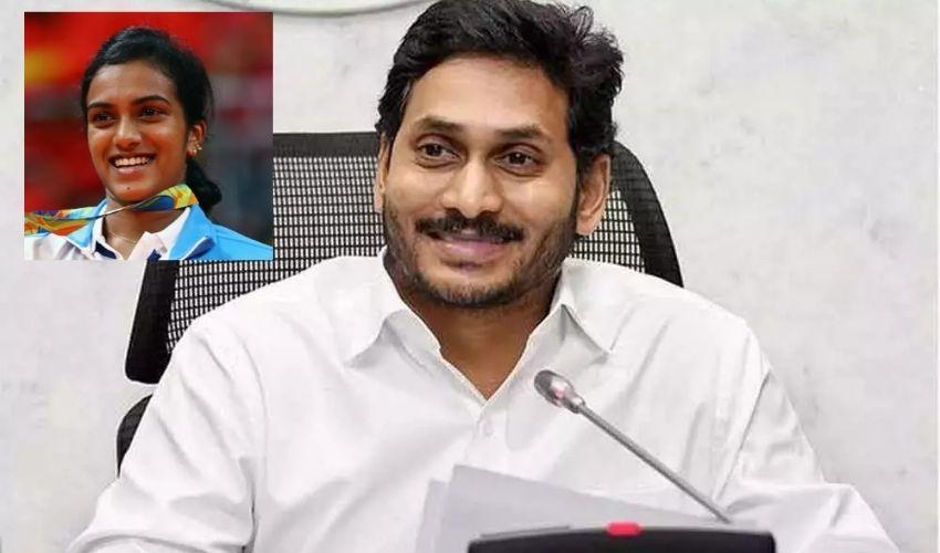 PV Sindhu : పీవీ.సింధును సత్కరించిన సీఎం జగన్.. రూ.30 లక్షల నగదు బహుమానం