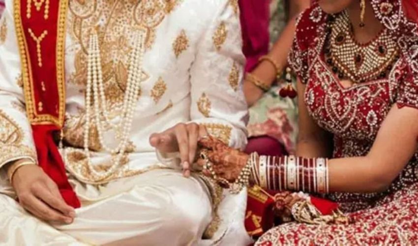 Inter Caste Marriage : కులాంతర వివాహం చేసుకుని ఆరు నెలల తర్వాత ఇంటికెళ్తే…