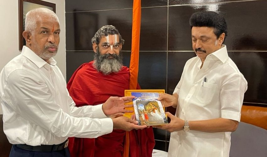 https://10tv.in/national/chinna-jeeyar-swamy-meets-mk-stalin-with-myhome-rameswar-rao-278072.html