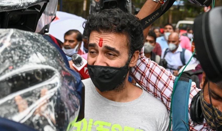 Raj Kundra Case:వీడియో- జైలు నుండి విడుదలైన శిల్పా శెట్టి భర్త రాజ్ కుంద్రా