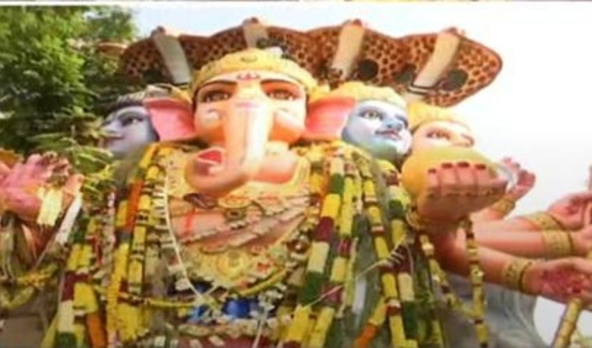 https://10tv.in/telangana/khairatabad-ganesh-shobhayatra-begins-277862.html