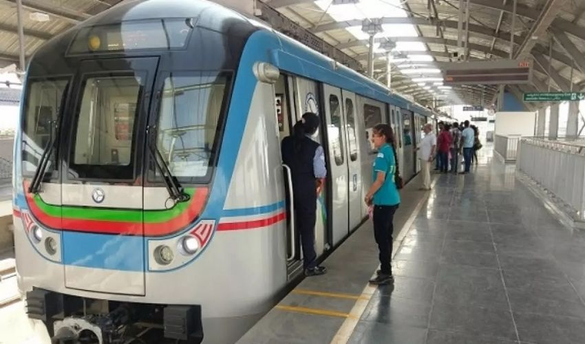 https://10tv.in/telangana/man-commits-suicide-by-jumping-from-metro-station-283883.html