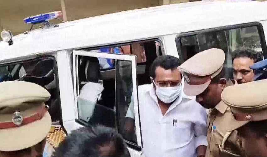 DMK MP TRVS Ramesh : బలవంతంగా విషం తాగించి హత్య చేసిన కేసులో డీఎంకే ఎంపీ కోర్టులో లొంగుబాటు