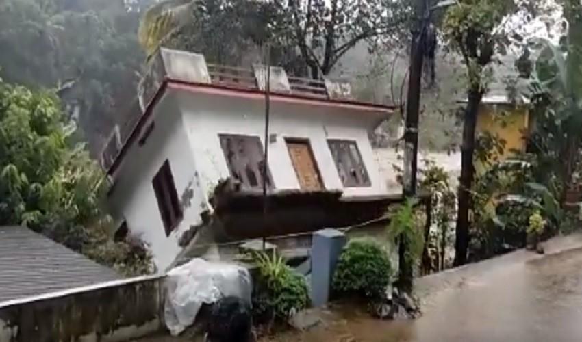 https://10tv.in/national/heavy-rains-in-kerala-caused-huge-damage-293824.html