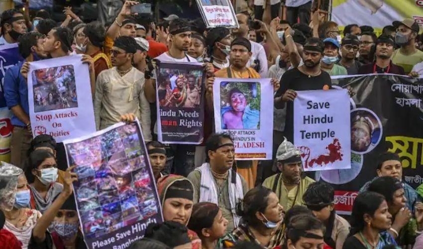 https://10tv.in/international/bangladesh-anti-hindu-violence-man-placing-holy-quran-at-comilla-shrine-identified-as-iqbal-hossain-296153.html