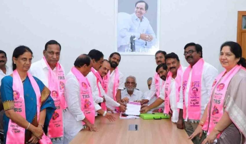https://10tv.in/telangana/telangana-rastra-samiti-president-election-cm-kcr-file-nomination-in-trs-bhavan-hyderabad-293366.html
