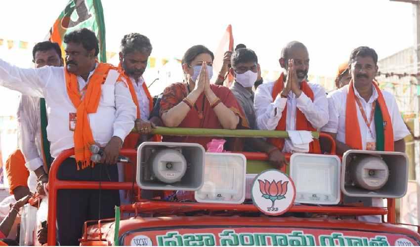 Bandi Sanjay : మరికొద్దిసేపట్లో బండి సంజయ్ పాదయాత్ర ముగింపు సభ