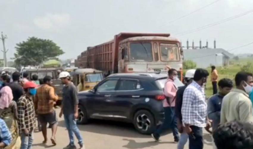 https://10tv.in/telangana/road-mishap-in-badradri-kottagudem-district-three-leave-their-life-297018.html