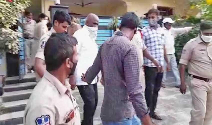 https://10tv.in/crime/retired-government-employee-molested-minor-girl-four-days-in-hanamkonda-295235.html